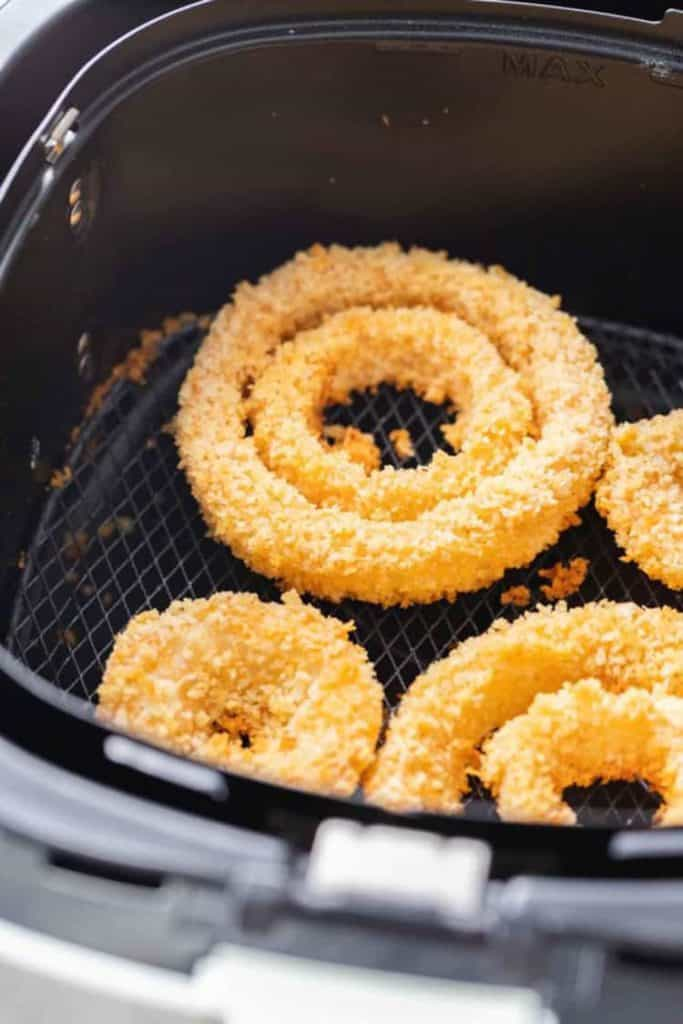 Air-fryer-frozen-onion-rings-3