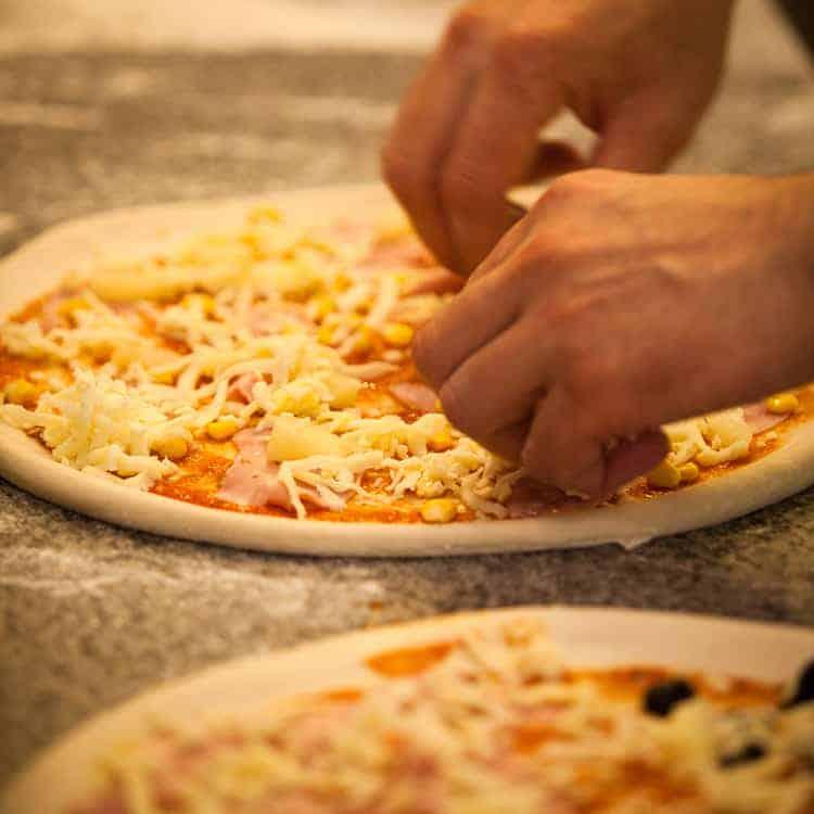 Frozen-pizza-in-air-fryer-1